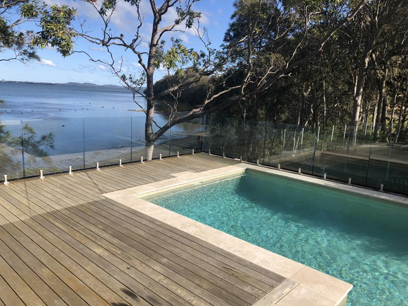 Australia White Amp Gold Pebble Blue Haven